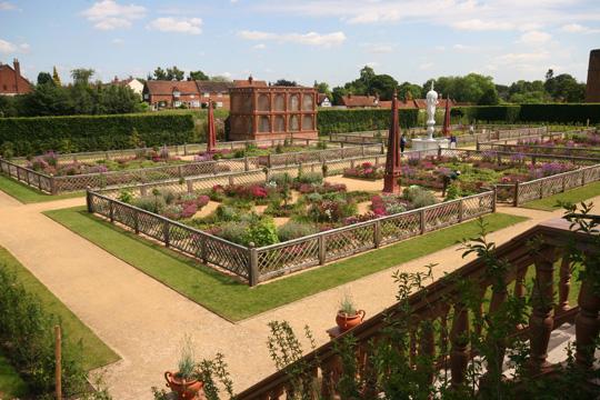 Воссозданный сад эпохи Елизаветы I открывается в Великобритании